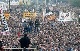 1989 9: November: Muren falder.