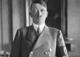 Jørgen Grønvald Laustsen: Hitler