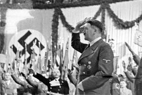 I Hitlers fodspor