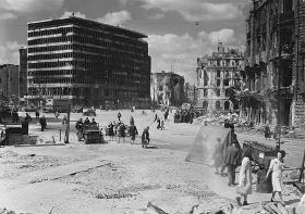 Arild Hvidtfeldt: I fred og krig