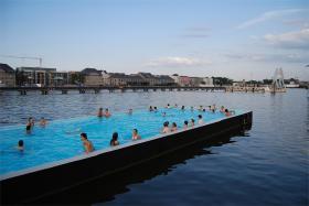 Badeschiff - badefænomenet midt i Spree