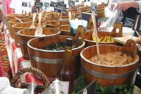 Ugemarkeder - delikatesser, frugt og flæsk på gaden