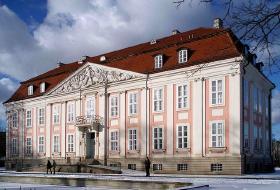 Schloss Friedrichfelde - et lille romantisk slot som du kan leje