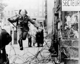 1961: Peter Leibing: Springet ind i friheden