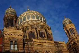 Den nye Jødiske Synagoge - guldkuplen midt i byen